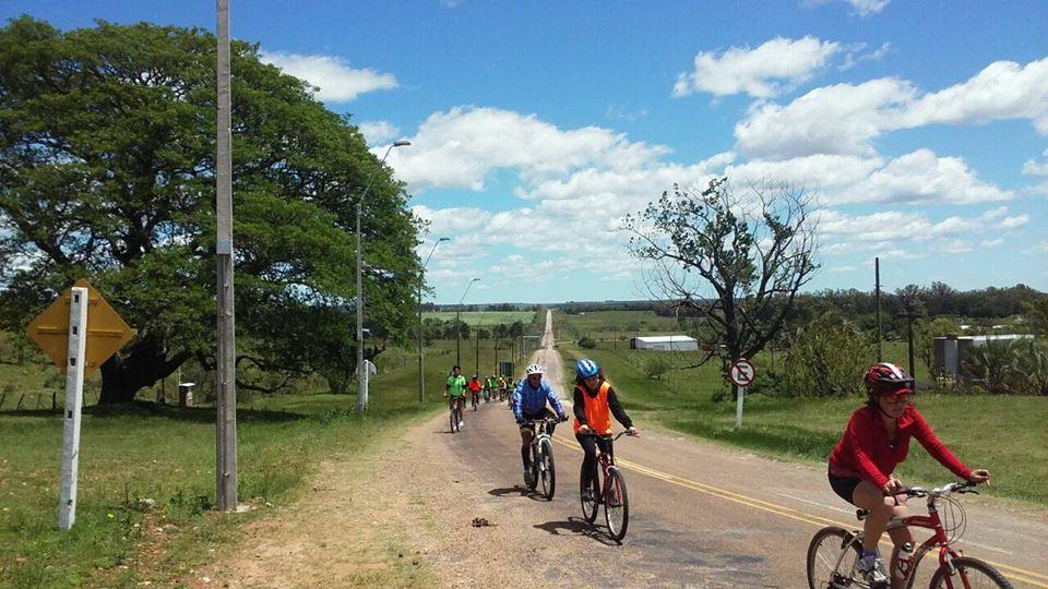 Travesía en bici por el litoral del Uruguay : actividades con impacto en la vida de niños , niñas y adolescentes