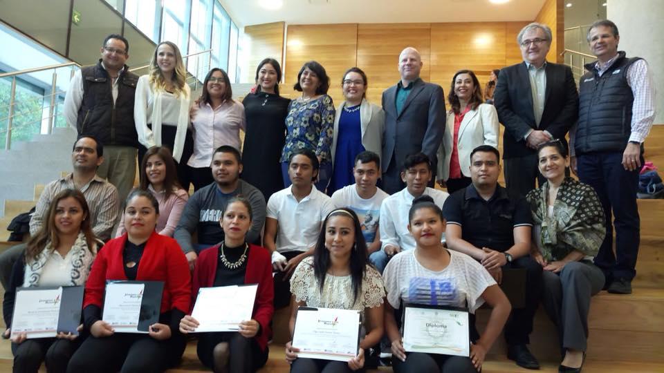 Más de 200 jóvenes se gradúan del programa Jóvenes con Rumbo y acceden a oportunidades de educación y empleo en México